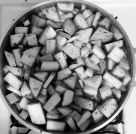 Apples and lemon peel in a pot