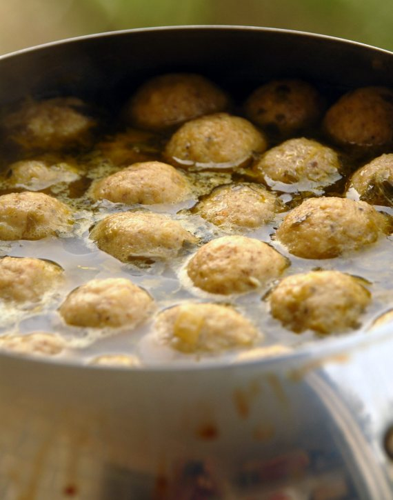 Kneidlach/matzoh balls in a pot