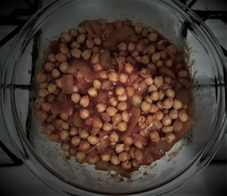 Chickpeas in a tomato sauce in a Pyrex bowl