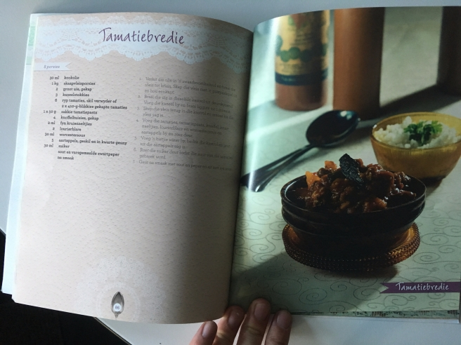 Tamatiebredie recipe in Afrikaans, with a picture